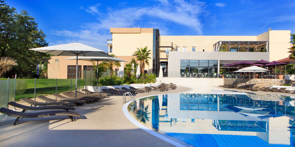 Clarion hotel sophia country hotel resort spa h tel for Hotel piscine interieure paca