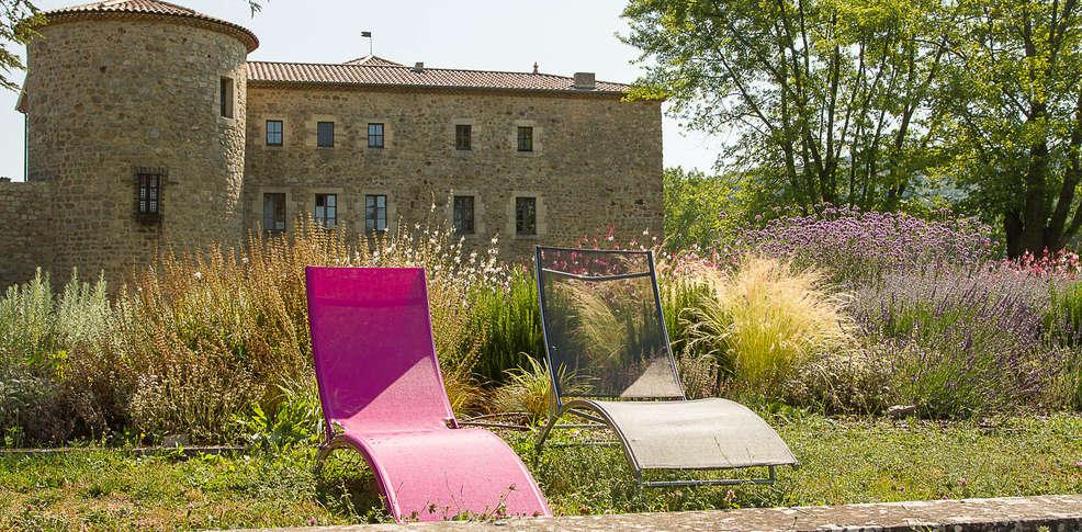 h tel ch teau du besset h tel de charme saint romain de lerps. Black Bedroom Furniture Sets. Home Design Ideas