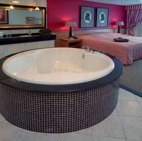 ... weg in een suite met jacuzzi en privé sauna vlakbij Amsterdam