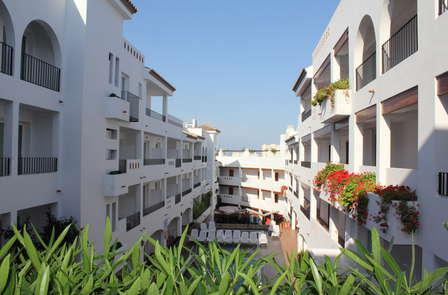 Escapada a Peñíscola en media pensión y apartamento junto al mar (desde 2 noches)