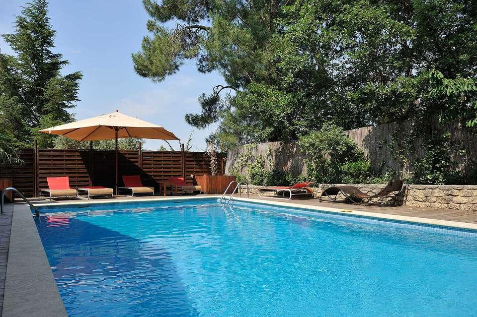 Week end dans les petites villes de charme bedoin partir for Hotel piscine interieure paca