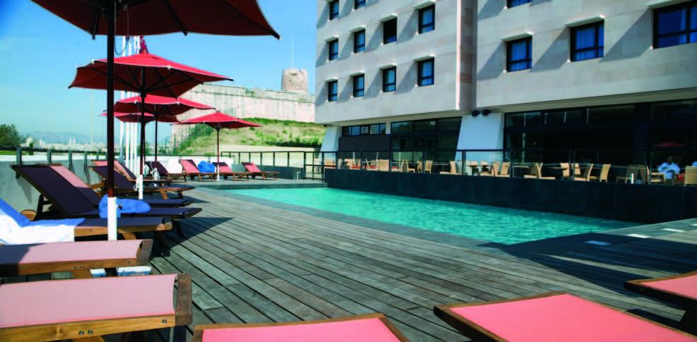 Week end de luxe marseille avec 1 repas offert dans plus for Hotel piscine interieure paca