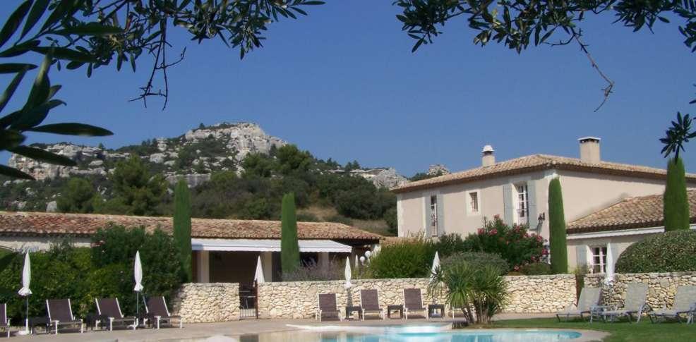 Week end les baux de provence 13 offre sp ciale week for Hotel de charme paca