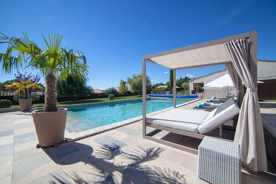 Week end spa forcalquier avec acc s au spa pour 2 adultes for Hotel piscine interieure paca