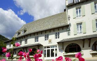 Week-end romantique avec champagne et surclassement au coeur de l'Aveyron, à côté de Conques