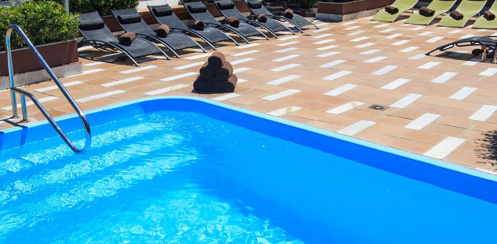Hotel carmen hotel granada for Toallas piscina