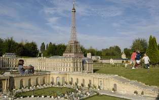 Offre spéciale: Week-end au parc France Miniature en couple ou en famille