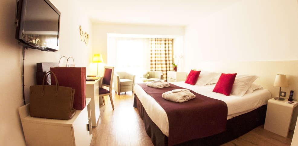 H tel montaigne et spa h tel de charme cannes 06 for Reservation hotel paca