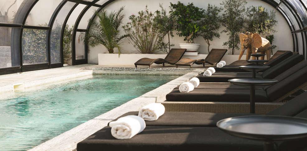 Vila de la mar design h tel et spa h tel de charme for Hotel piscine interieure paca