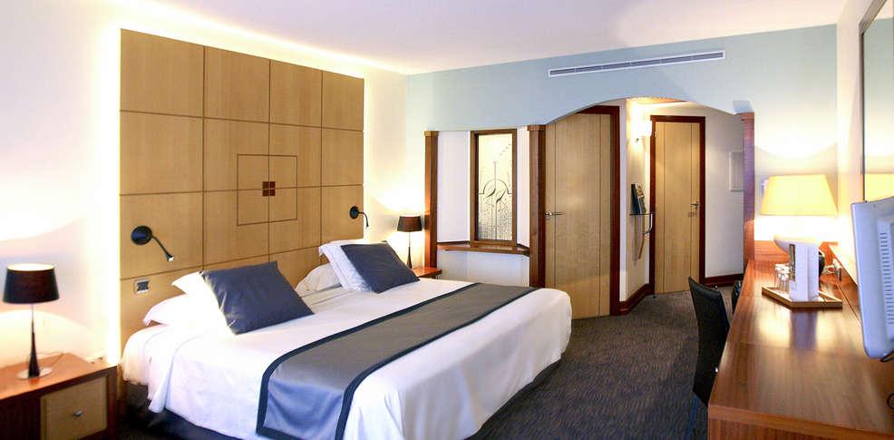Grand h tel les flamants roses - Hotel avec jacuzzi dans la chambre pyrenees orientales ...