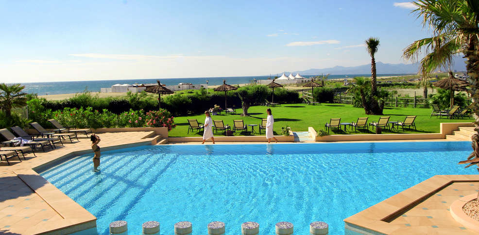 Grand h tel les flamants roses hotel di charme canet en - Del taglia piscine opinioni ...