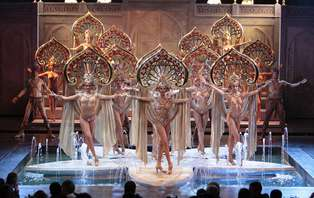 Offre exclusive: Week-end d'exception au coeur de Paris avec entrée au cabaret du Lido