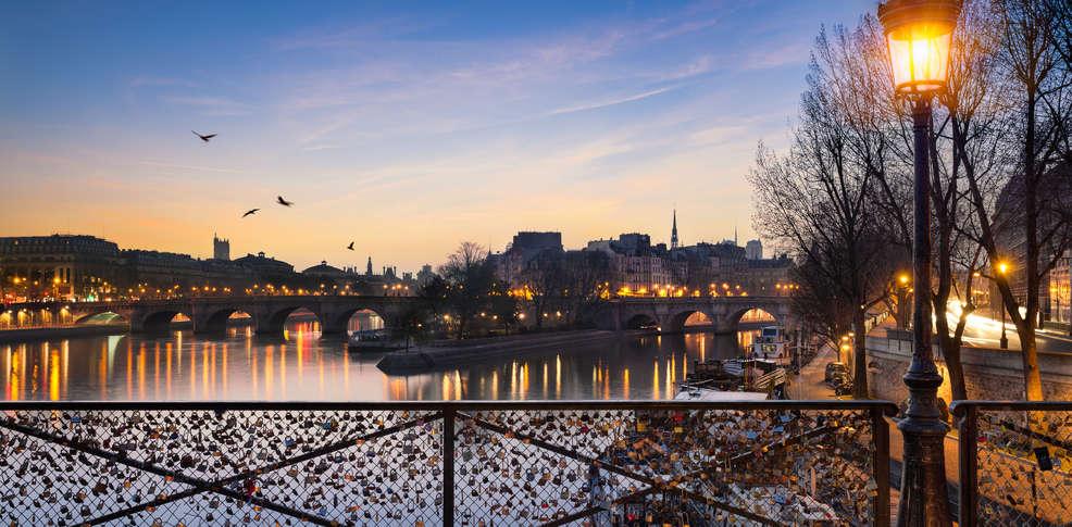 Week end paris avec 1 visite de la tour montparnasse pour for Les plus belles suites parentales