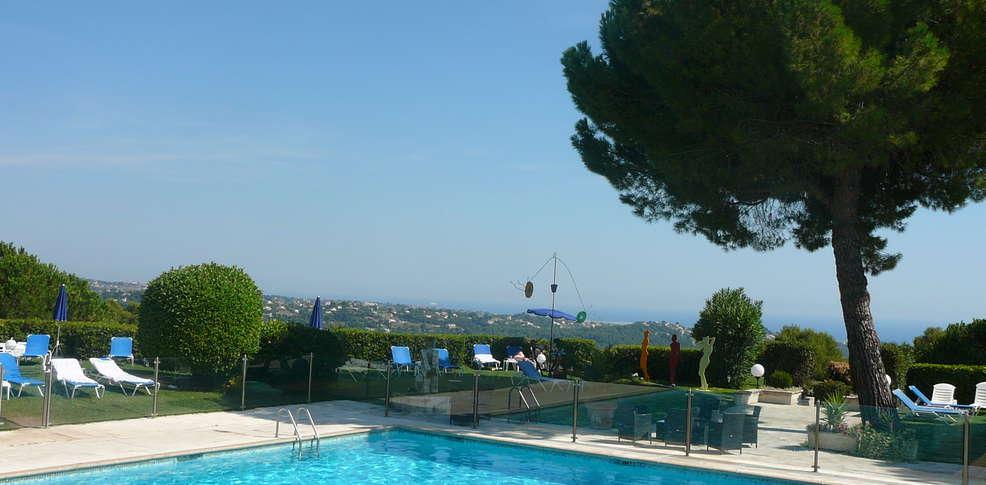 H tel le mas d 39 artigny spa h tel de charme saint paul for Hotel piscine interieure paca