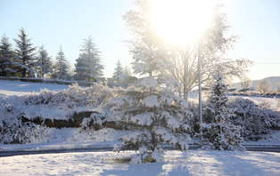 Esquí en Candanchú: Escapada con forfait y acceso al spa en Jacetania ( desde 2 noches)