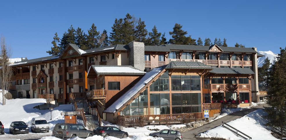 H tel club du soleil les bergers h tel de charme praloup for Reservation hotel paca
