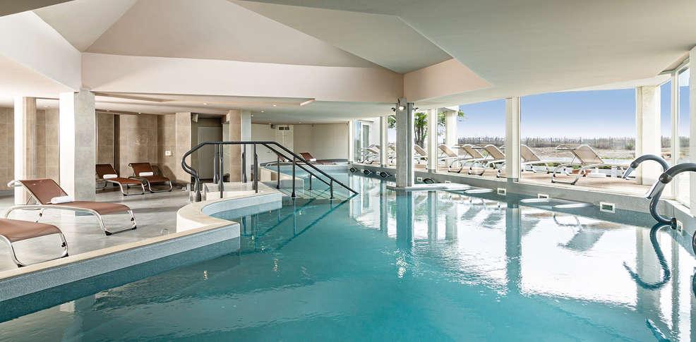 H tel les bains de camargue by thalazur h tel de charme - Hotel le grau du roi avec piscine ...