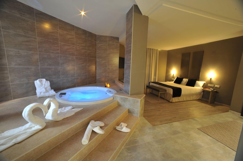 Escapada tentación en Suite con jacuzzi privado cerca de Valencia en Weekendesk por 79.00€