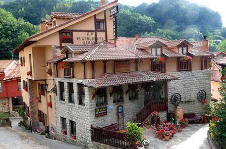 Escapada rural con cena típica en Los Picos de Europa