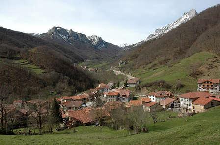 Escapada con cena y ruta en 4x4 por los Picos de Europa (desde 2 noches)
