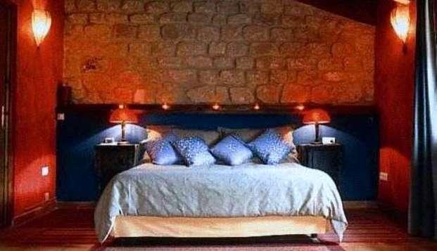 Escapada romántica en un hotel peculiar en el Matarraña en Weekendesk por 69.00€
