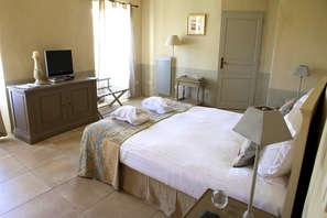 Week-end de charme dans un ancien couvent près de Béziers et Pézenas ( chambre vue jardin)