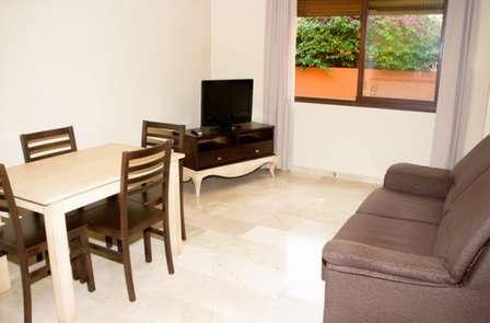 Escapada en apartamento con desayuno, cava y parking en Córdoba