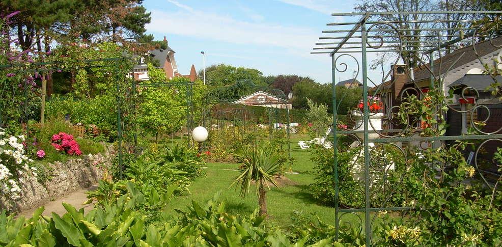 H tel hostellerie de la vieille ferme h tel de charme mesnil - Jardin tecina booking ...
