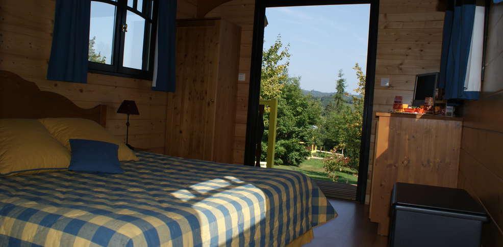 h tel le village de la champagne h tel de charme bar sur aube. Black Bedroom Furniture Sets. Home Design Ideas
