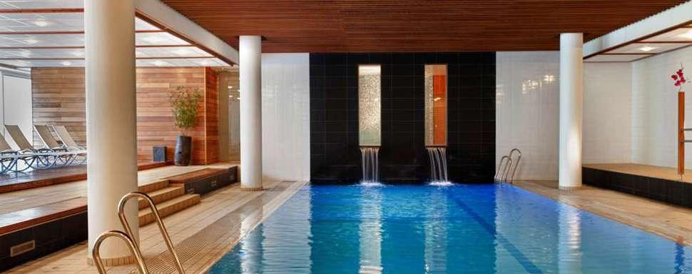 Toe aan rust en ontspanning? Een wellnessweekend kan wonderen doen: geniet tijdens een wellnessweekend in luxe hotels met spa. Verwen jezelf met een ontspannend weekend in een hotel met uitgebreide thalasso en spa  faciliteiten, zoals een sauna, jacuzzi, hammam, solarium en nog veel meer. Kom volledig tot rust met een arrangement inclusief verzorging, zoals een massage, schoonheidsbehandeling, pedicure, manicure etc. Vertrek op wellness weekend en voel je als herboren! No stress, alleen maar genieten...