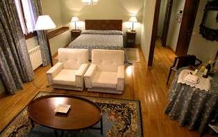 Escapada romántica con hidromasaje en un hotel con encanto en Jaca