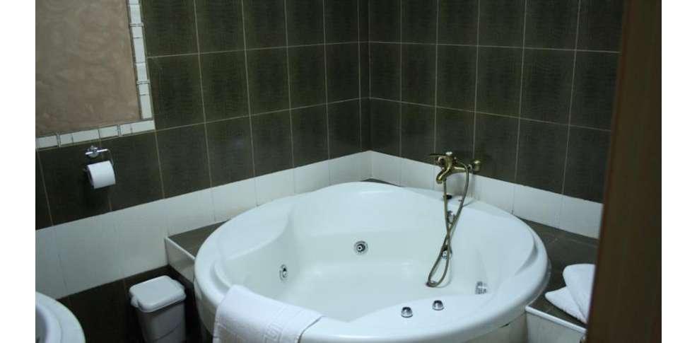 week end suances week end romantique avec baignoire d. Black Bedroom Furniture Sets. Home Design Ideas