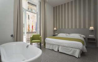 Escapada Romántica en Suite Deluxe en el casco antiguo de Valencia