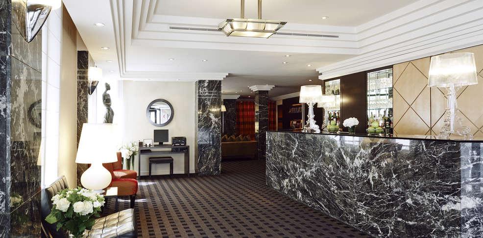 H tel plaza tour eiffel h tel de charme paris for Reservation hotel a paris gratuit