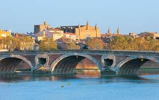 Offre spéciale : Week-end romantique avec bouteille de champagne en chambre à Toulouse