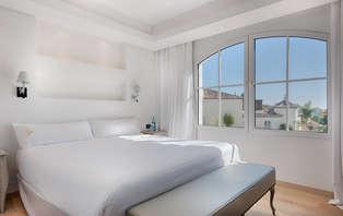 Escapada en Suite con salón: Un lujo en Estepona (desde 2 noches)