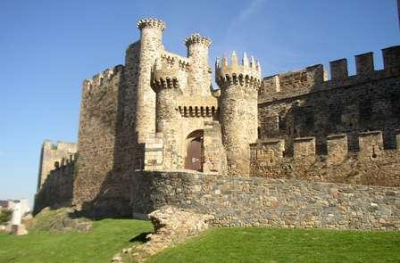 Visita il Castello di Ponferrada e goditi lo spumante, i cioccolatini e il check-out tardivo