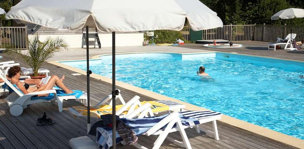 Hotel kerloc 39 h gwen h tel de charme combrit sainte marine for Piscine center montpellier