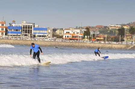 Escapada con Clase de Surf, Visita a Sidrería y Quesería en Asturias (desde 2 noches)