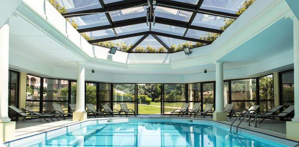 Week end de charme sainte maxime avec acc s la piscine for Hotel piscine interieure paca
