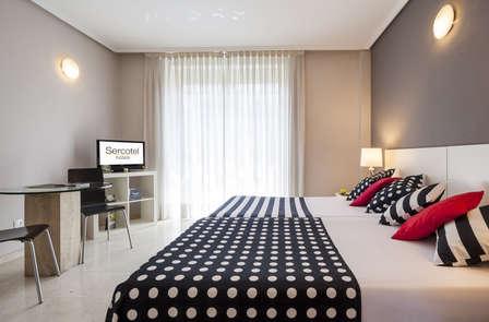 Descubre Madrid con esta escapada en habitación Superior