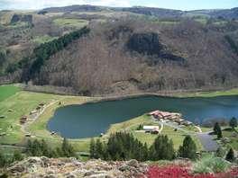 Offre Spéciale: week-end nature en bord de lac avec dîner dans le Cantal