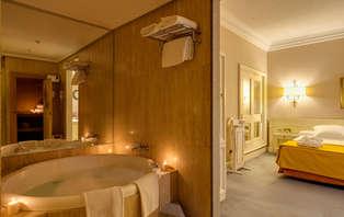 Escapada Romántica en Premier romance con sauna y jacuzzi privado en Madrid (desde 2 noches)