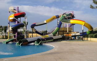 Verano Refrescante: Escapada con entradas a Isla Fantasía y acceso al spa