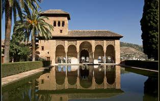Escapada con Visita Guiada a la Alhambra y el Generalife de Granada con Relax y toque romántico