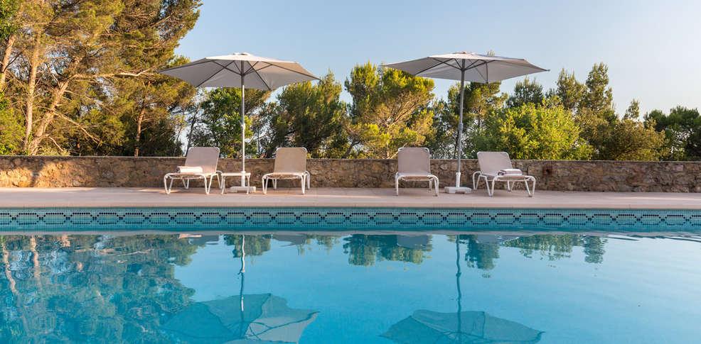 H tel la bastide de tourtour h tel de charme tourtour 83 for Hotel piscine interieure paca