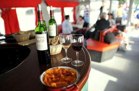 Week-end avec croisière dégustation & oenologie à bord d'un bateau, à Bordeaux