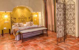 Escapada Romántica con Jacuzzi en la Junior Suite en un típico cortijo andaluz