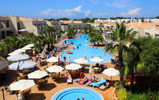 Escapada con Media Pensión y detalle de bienvenida en Menorca