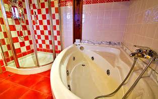 Escapada romántica con cena y bañera de hidromasaje en Miengo